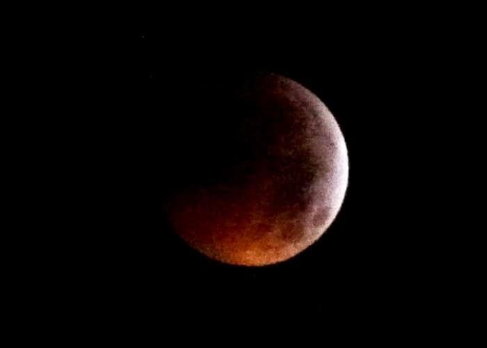 2b4e5f7960756 جديد أنفو  على غرار مجموعة من المناطق بالعالم .. خسوف كلي للقمر ...